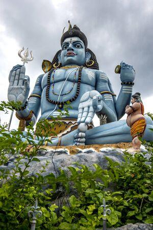 hindu god shiva: A statue of the Hindu god Shiva at the Koneswaram Koviltemple in Trincomalee in Sri Lanka.