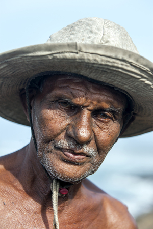 pecheur: A portrait of a stick fisherman near Koggala on the south coast of Sri Lanka. Éditoriale
