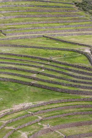 alkalmasság: A hihetetlen ősi körök Moray Peru. Található 50 km-re északnyugatra Cusco a Sacred Valley az inkák. Úgy tartják, hogy ez egy kutató állomást, ahol vaus növények teszteltük, hogy alkalmasak nő az Andok zord környezeti közegben