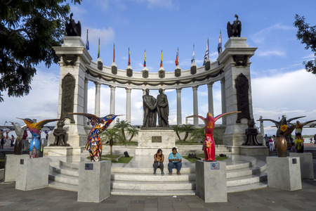 rotunda: The Hemiciclo Rotunda in Guayaquil in Ecuador. The Rotunda, which is surrounded by colourful bird sculptures, is located on the banks of the Guayas River at the intersection of the avenues Nueve de Octubre and Malecon Simon Bolivar. Also known as the Conf