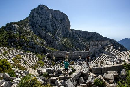 teatro antiguo: La incre�ble vista de las antiguas ruinas de teatro en Termessos, ubicada a 34 km al interior de Antalya, en Turqu�a. Termeso era una ciudad de Pisidia construida a una altitud de m�s de 1000 metros en las monta�as de Taurus. Editorial
