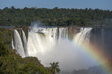 A section of the Iguazu Falls looking from the Brazilian side towards Devil's Throat . The Iguazu Falls border both Brazil and Argentina. 免版税图像