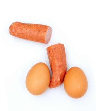 testicles: Dos huevos y chorizo intersectado como los test�culos y el pene Foto de archivo