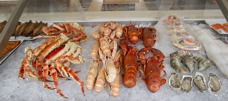 Crabs, scampi and shell fish for sale on ice Stock Photo