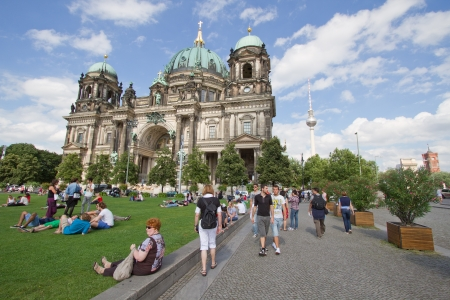 dom: BERLIN, 6 ao�t: Berliner Dom, la cath�drale de Berlin ou. Il a �t� construit entre 1895 et 1905. Le b�timent actuel a remplac� en 1894. Le 6 Ao�t 2012. �ditoriale