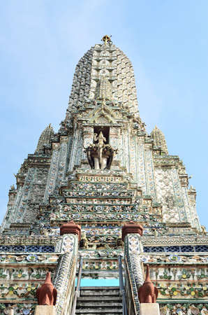 wat arun: Wat arun Stock Photo