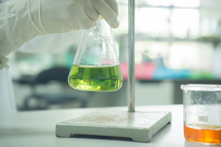 bureta: The woman whos the scientist is demonstrate the titration technique in the laboratory