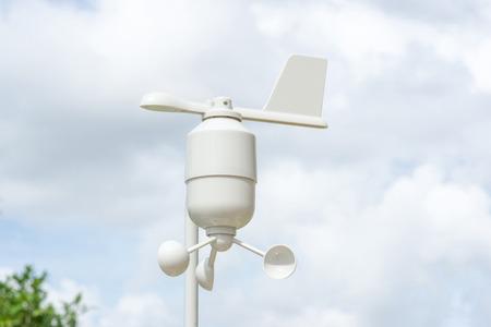 Anemómetro Estación de meteorología, medidor de viento con fondo de desenfoque