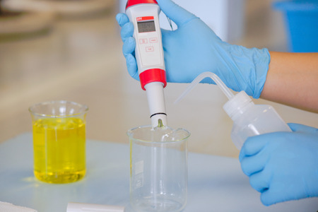 The scientist work at the chemical solution with handle pH meter Stockfoto