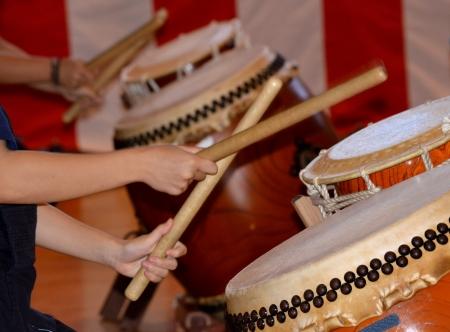 drumming: drum