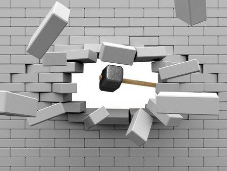 muro rotto: Mazza colpire il muro di mattoni.