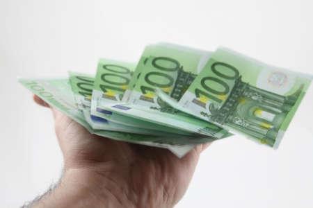 600 euros beginning to dissapear of a worker hand.