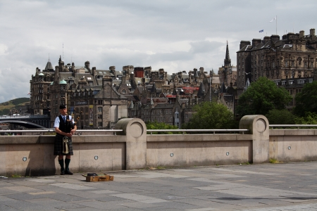 A pipe player in the Old Town, Edinburgh, Scotland, UK.