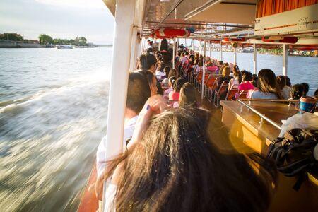 phraya: Turismo y viajes en Bangkok por el Chao Phraya Barco expreso.