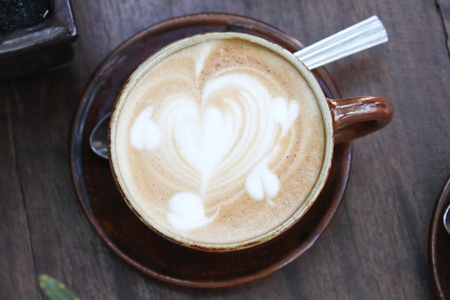 Heart drawing on cappuccino art coffee cup Stock Photo - 12733731