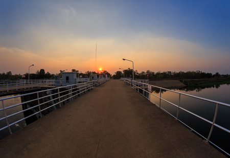 path through reservoir and dam