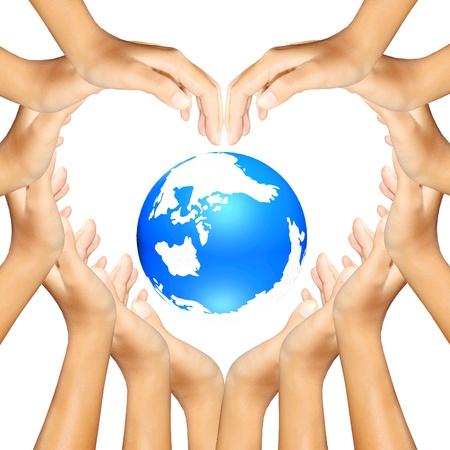 ecosistema: la tierra en manos haciendo un coraz�n