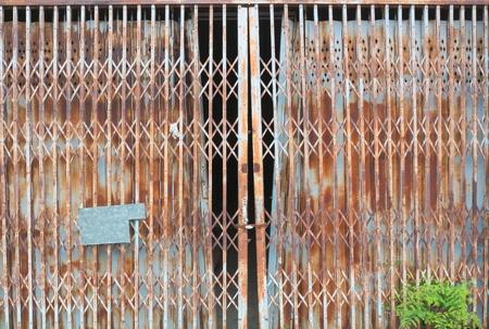 puertas de hierro: Puertas de hierro viejo.