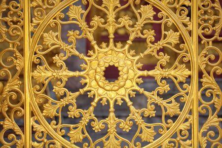 puertas de hierro: Decorativas puertas de hierro forjado del templo Foto de archivo