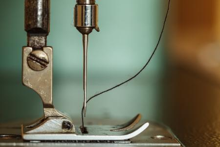 Naaimachine en draad rollen