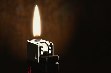 encendedores: Los encendedores en la oscuridad de renderizado 3d habitaci�n.