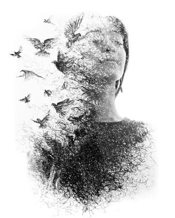 La fotografia di ritratto si fonde con le opere d'arte creando un'atmosfera da sogno