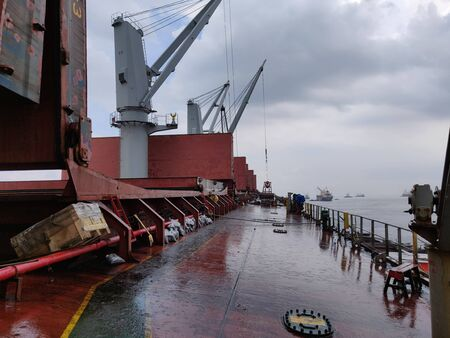 All operation on bulk ship was stop because rain.