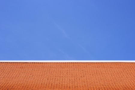 distinctness: Orange roof and blue sky.