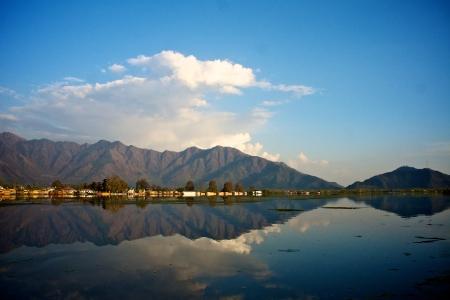 kashmir: kashmir srinagar lagoon