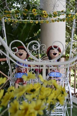 handle bars: Trike decorada con flores y cer�mica Costa-up cer�mica Foto de archivo