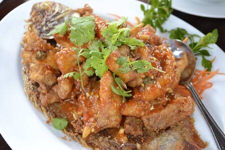 pescado frito: El pescado frito - Tailandia alimentos