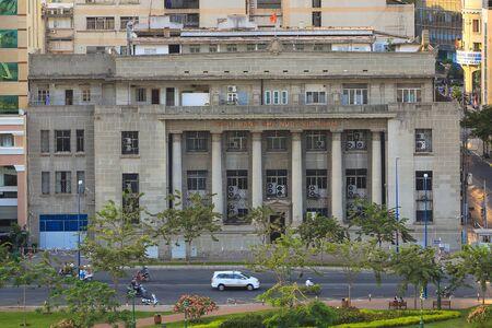 dominacion: Ho Chi Minh, Vietnam - Marzo 08 de 2015: edificio del banco del estado de Vietnam en el centro de la ciudad de Ho Chi Minh. Fue rama del Banco de Indochina en Francia dominaci�n y construido en 1875).