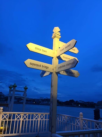 Many Chao Phraya river docks are close by. Located in front of Nonthaburi Old Town Hall and Nonthaburi Clock Tower, Pracharat Road, Nonthaburi Municipality, Nonthaburi Province, consisting of Chao Phraya Express Pier and Ferry Pier.