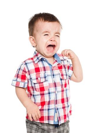 enfant qui pleure: Petit gar�on pleurer isol� sur blanc bakcground