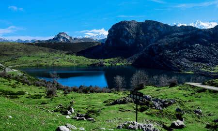 wonderful landscape enol lake, asturias Foto de archivo
