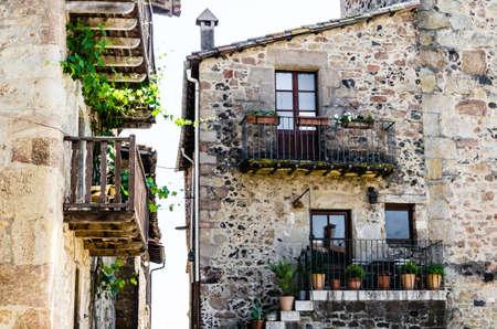 Medieval houses of Santa Pau, province of Girona, in La Garrotxa, Catalonia Standard-Bild
