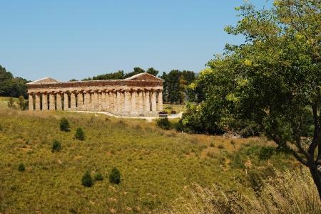 The Doric temple of Segesta photo