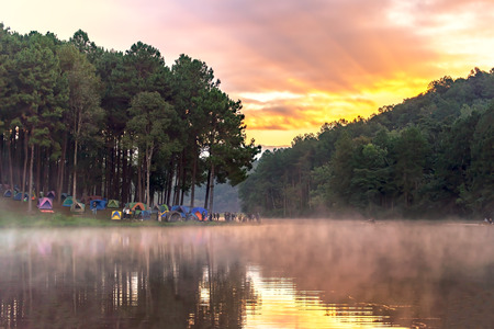 Morning at Pang Ung lake, Pang Ung Mae Hong Son province, North of thailand 스톡 콘텐츠