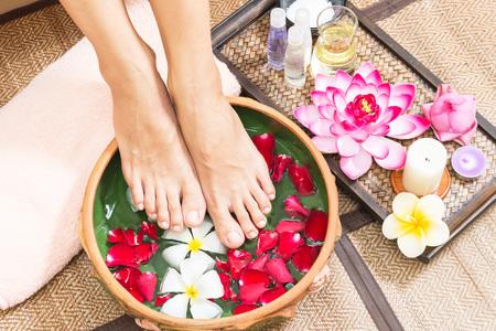 Badekur und Produkt für weiblichen Fußbadekurort, Thailand. Wählen Sie und weichen Fokus