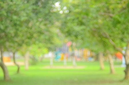 屋外の自然の緑豊かな公園の抽象的な背景をぼかし。 写真素材