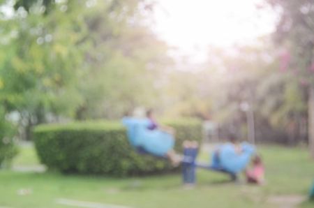 ni�os sanos: Desenfoque parque infantil en Parque Natural de fondo abstracto.
