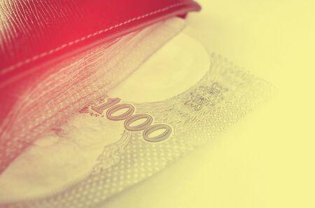 mucho dinero: Cerca de una gran cantidad de dinero en la billetera. estilo retro del color. Foto de archivo