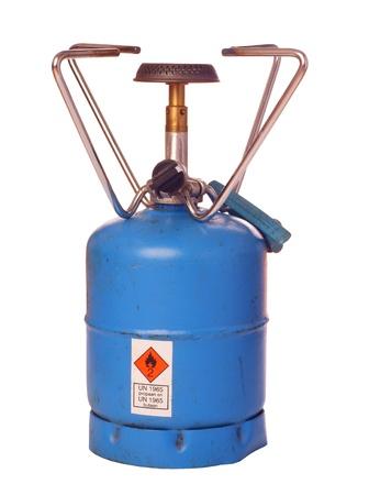 cilindro de gas: Grabadora de butano al aire libre, aislada contra el fondo