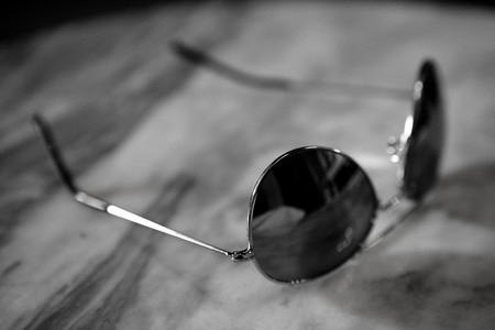 miror: Old fashion miror sunglasses, black and white