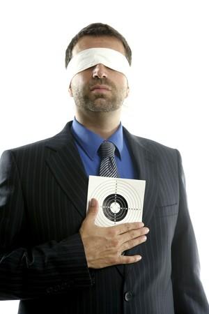 ojos vendados: Hombre de negocios con los ojos vendados objetivo m�s de fondo blanco, la imagen conceptual Foto de archivo