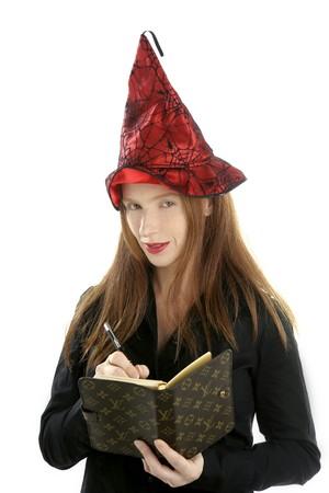secretaria sexy: hermosa bruja secretario retrato escrito port�til, aisladas sobre fondo blanco