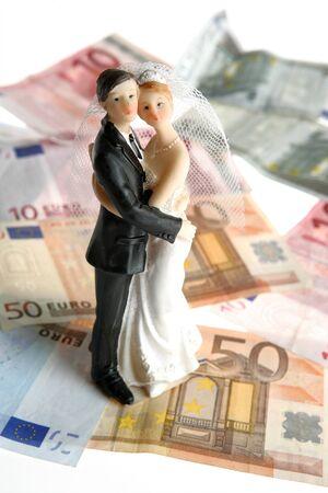 billets euros: Wedding couple figurine de fond sur l'euro, de l'amour et l'argent