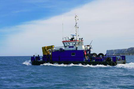 Dredge sur la mer, grand bateau de glisser sur le fond marin port de construction