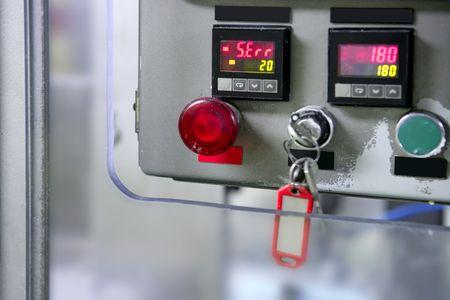 tablero de control: Panel de control de bot�n industriales, instalaci�n de equipos para la industria