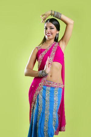 bollywood: Brunette Indiase danseres princess Bollywood stijl, kleurrijke sari Stockfoto